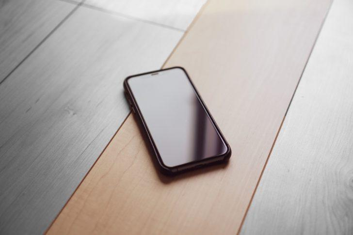 iPhoneのノッチを気にならなくするには「OAproda全面保護ガラスフィルム」がオススメ
